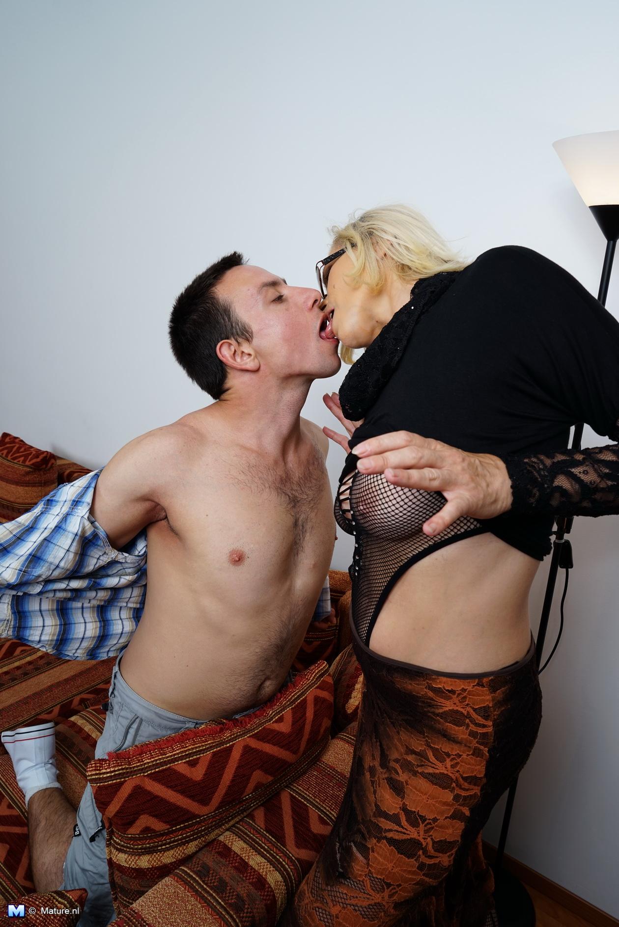 seks-babushek-za-dengi