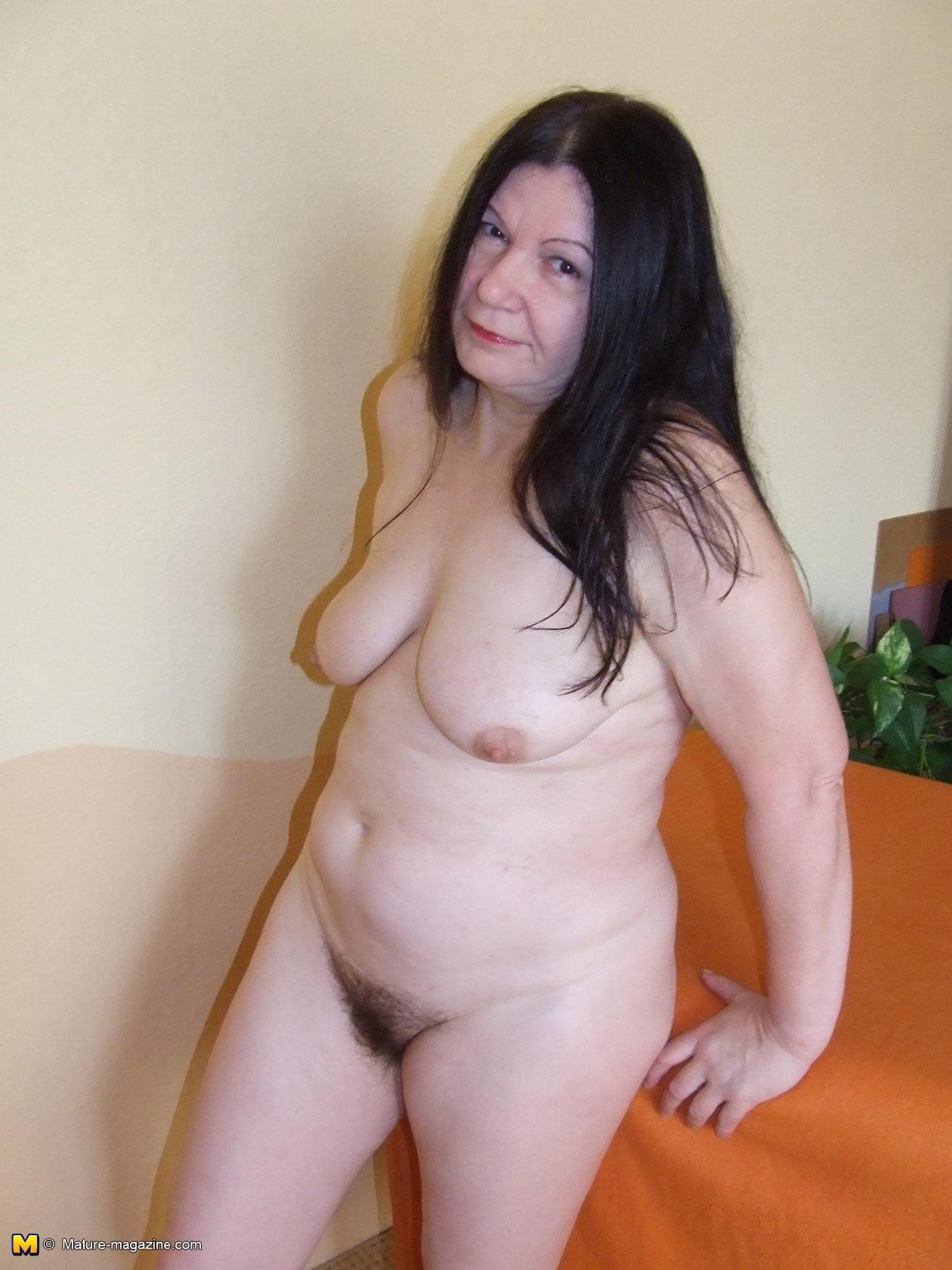 Nackte Dunkelhaarige Frauen