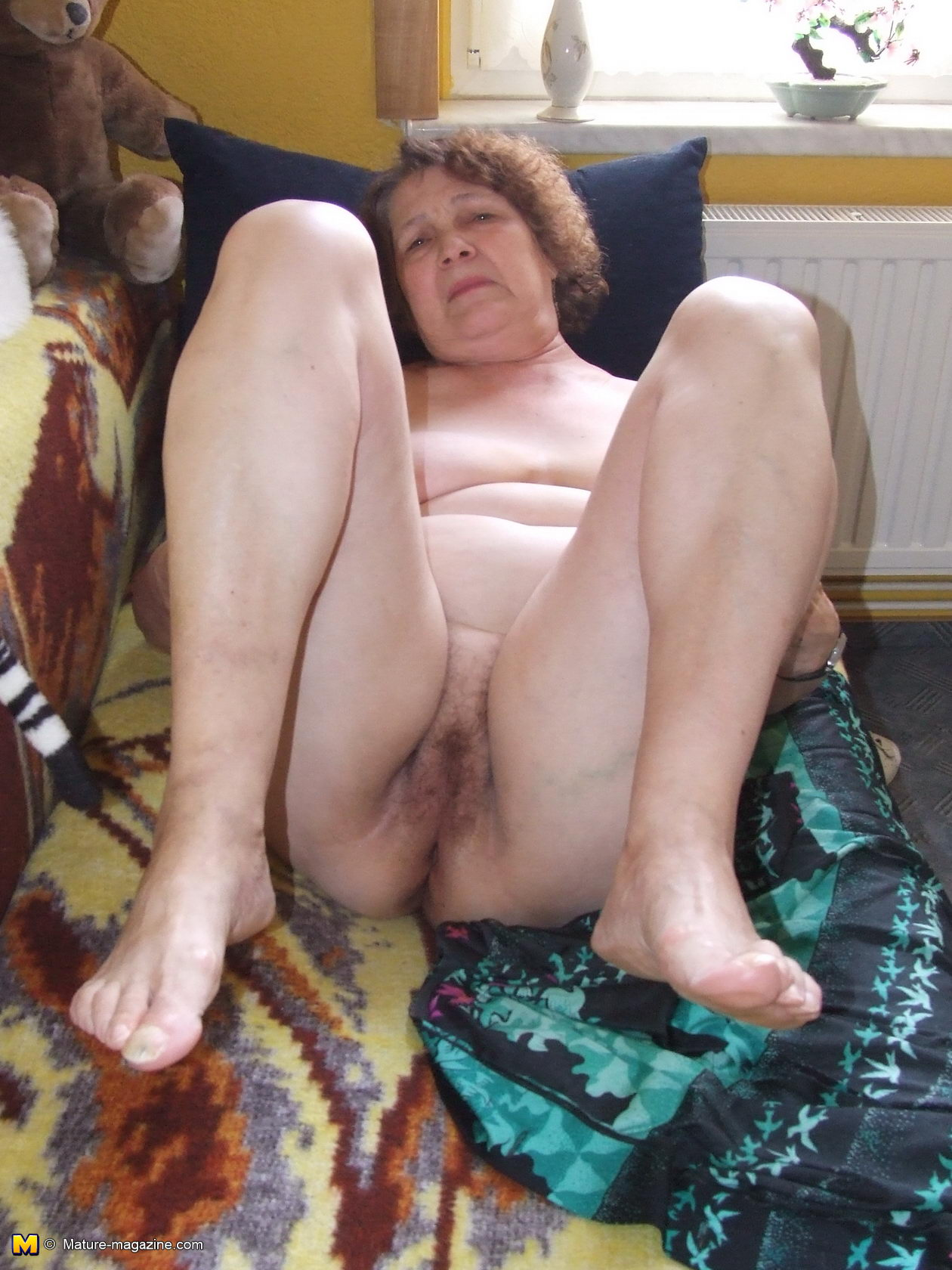 Hairy lindsay plays with her wet pussy hairs on floor 10